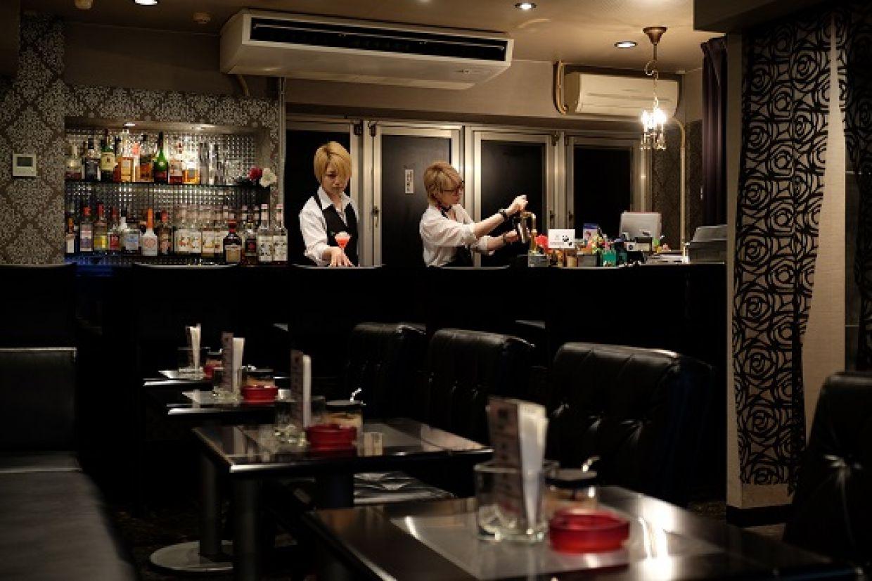 秋葉原の男装カフェ&Bar QUEENDOLCE