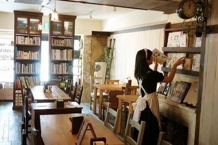 秋葉原の私設図書館カフェシャッツキステ